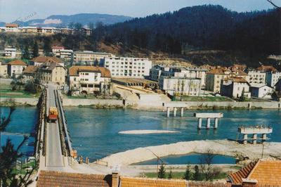 Stari leseni most in temelji novega betonskega