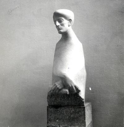 Savinškov kip Mirana Jarca v novomeški knjižnici