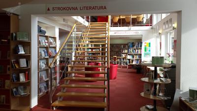 Stopnišče v Knjižnici Šmarje pri Jelšah