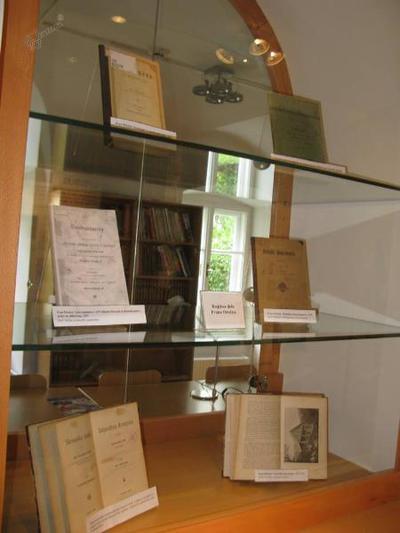 Razstava del Frana Orožna v Knjižnici Laško