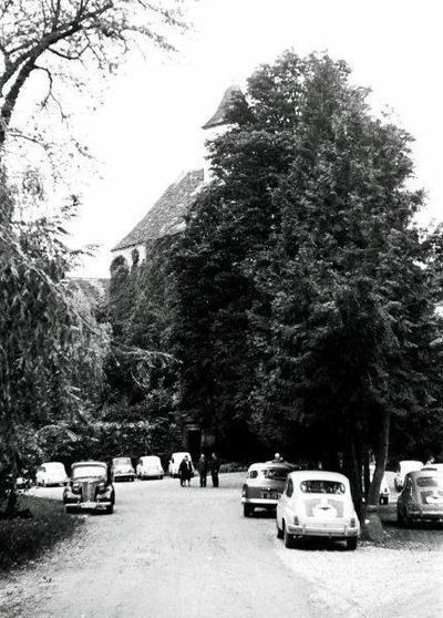 Letovišče Borl - parkirišče pred gradom ok. 1960