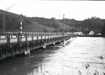 Narasla voda pod borlskim mostom leta 1965