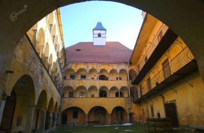 Borl - notranje grajsko dvorišče