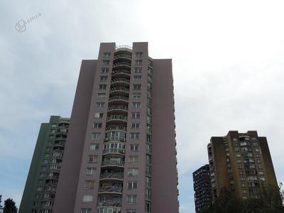 Barvite osemnajstnadstropne stolpnice v Savskem naselju