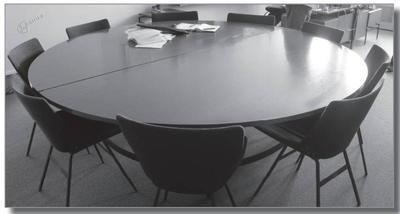 Miza in stoli za sejno sobo