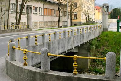 Ograja na mostu