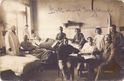 Skupina vojakov v vojaški bolnišnici