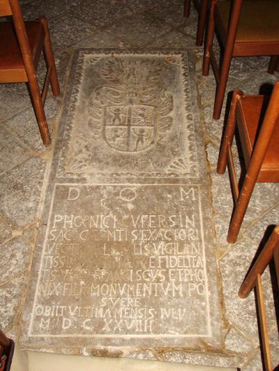 Grobnica v tlaku kapele