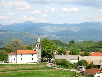 Ostrožno Brdo s s cerkvijo sv. Kancijana