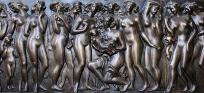 Relief Materinstvo kiparja Frančiška Smerduja