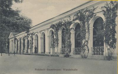 Razglednica: Rohitsch – Sauerbrunn: Wandelhalle. Poslana leta 1911.