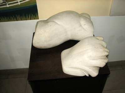 Skulptura Žensko telo, darilo kiparja Erika Lovkota