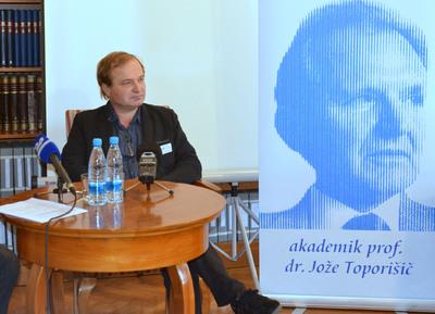 Tiskovna konferenca NUK - dr. Tomaž Toporišič