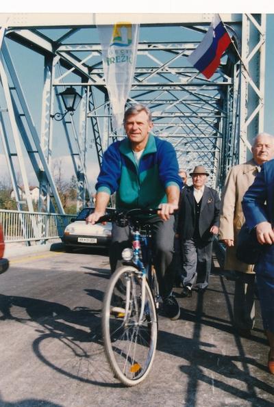 Prvič čez prenovljeni brežiški stari most