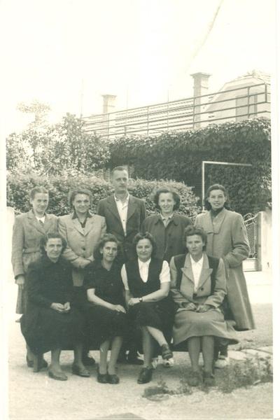 Učiteljski zbor brežiške osnovne šole v šolskem letu 1950/1951