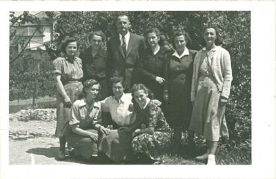 Učiteljski zbor brežiške osnovne šole v šolskem letu 1951/1952