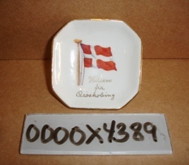 Askebæger m/ Dannebrogsflag