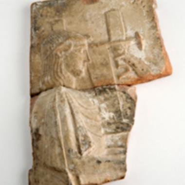 Τμήμα πήλινου ανάγλυφου πίνακα [Π 1199]