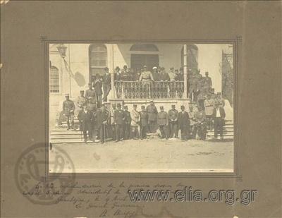 Οι μετέχοντες (Γάλλοι στρατιωτικοί και τοπικοί άρχοντες) στην πρώτη συνεδρίαση του Ανώτατου Διοικητικού Συμβουλίου της Δυτικής Θράκης.