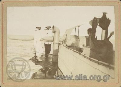 Ο Σοφοκλής Δούσμανης(Πλωτάρχης ΒΝ) και ο Στέφανος Παππαρηγόπουλος(Υποπλοίαρχος ΒΝ) στο τορπιλοβόλο