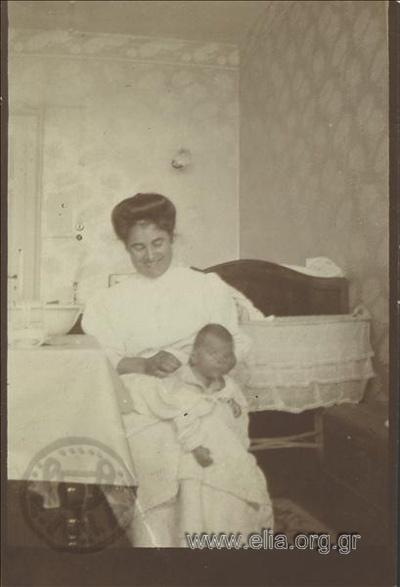 Caux , ο Νικόλας Κάλας (1907-1988), μωρό, την ώρα του μπάνιου.
