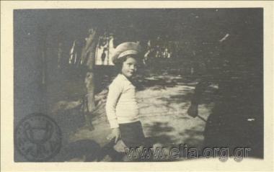 Ο Νικόλας Κάλας (1907-1988), παιδί, στον Εθνικό Κήπο.