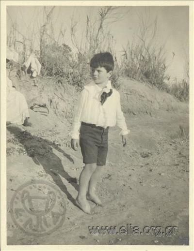 Ο Νικόλας Κάλας (1907-1988), παιδί, στην ακτή, Παλαιό Φάληρο.