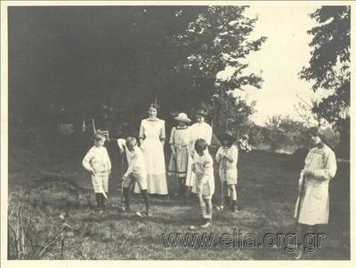 Ο Νικόλας Κάλας (1907-1988) και άλλα παιδιά παίζουν γκολφ, Champ Soleil.