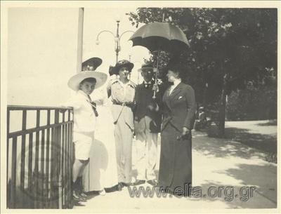 Ο Νικόλας Κάλας (1907-1988),παιδί, η μητέρα του, Ρόζα, και φίλοι, Champ Palace.
