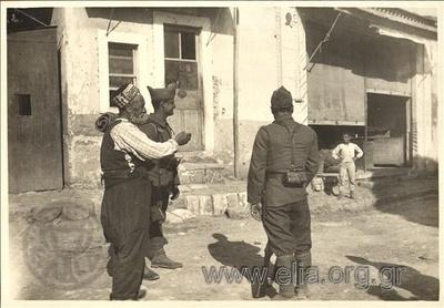 Ελληνική κατοχή της Σμύρνης. Τούρκοι πληροφορούν τους Έλληνες ανιχνευτές.