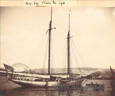 Η αμερικανική θαλαμηγός Fleur de Lys στον Πόρο(;)