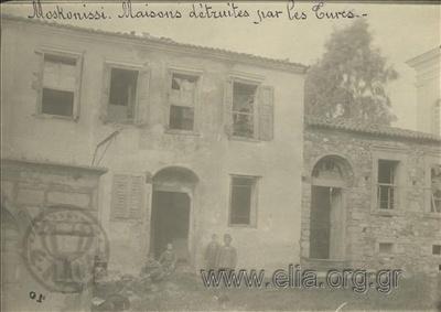Μικρασιατική καταστροφή, οικίες στο Μοσχονήσι κατεστραμμένες από τους Τούρκους.