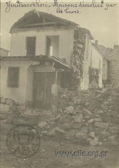Μικρασιατική καταστροφή, κατοικίες στο Γενιτσαριχώρι κατεστραμμένες από τους Τούρκους.