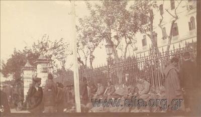 Βαλκανικοί Πόλεμοι, Τούρκοι αιχμάλωτοι έξω από το Διοικητήριο.