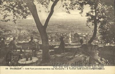 Salonique - Café Turc perché derrière les Remparts.