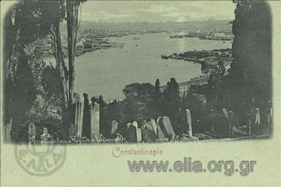 Constantinople. Cimetière turc à Eyub et la Corne d' Or.