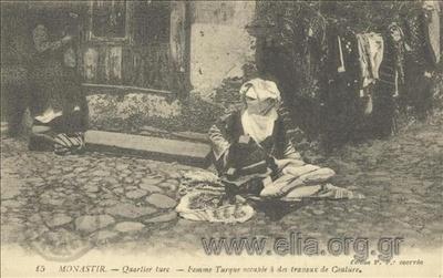 Monastir. - Quartier turc - Femme Turque occupée à des travaux de Couture.