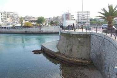Τμήμα της μεσαιωνικής οχύρωσης της γέφυρας του Ευρίπου (Ακρόβαθρο)