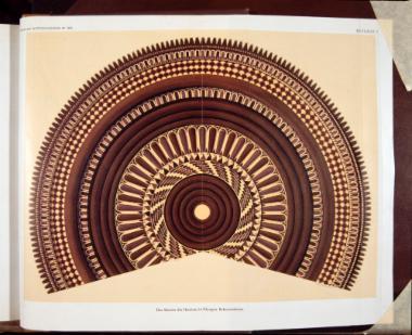 Σχεδιαστική αναπαράσταση του πήλινου κεντρικού ακρωτηρίου του ανατολικού αετώματος του Ηραίου