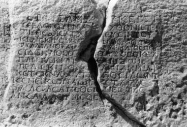 ILeukopetra 063: Απελευθέρωση δούλης και των δυο γιων της με             ανάθεση στην Αυτόχθονα Μητέρα των Θεών από τον Αυρηλίο Ποσειδώνιο του Μέστυος, γνωστό             και ως Παντακιανό.