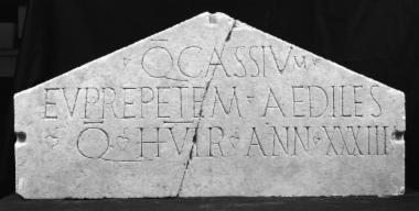 Achaïe II 142: Επιτύμβιο του Κοΐντου Κασσίου Ευπρεπούς, Achaïe II 142: Epitaph of Quintus Cassius Euprepes