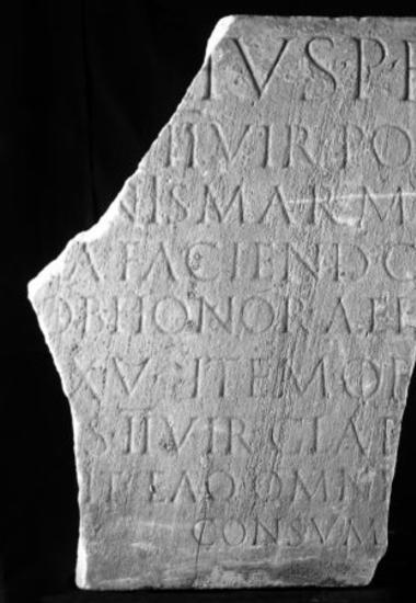 Achaïe II 051: Δωρεές και χορηγίες αξιωματούχου