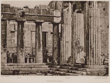 Τα Προπύλαια της Ακρόπολης.