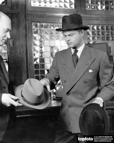 A man buys a hat 1955