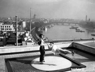 Roof top Roller Skaters