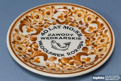 Faience (fine tin-glazed pottery) produced