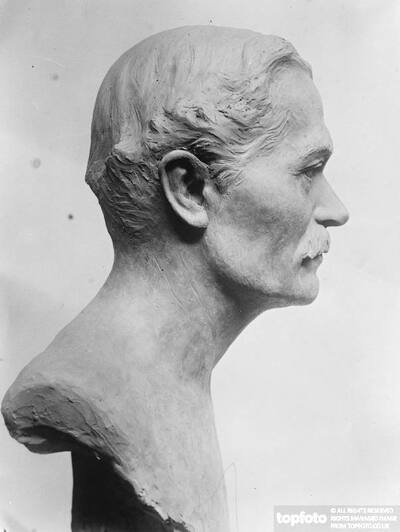 Bronze bust of Sir Cecil