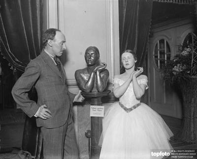 Sculptor 's bust of famous