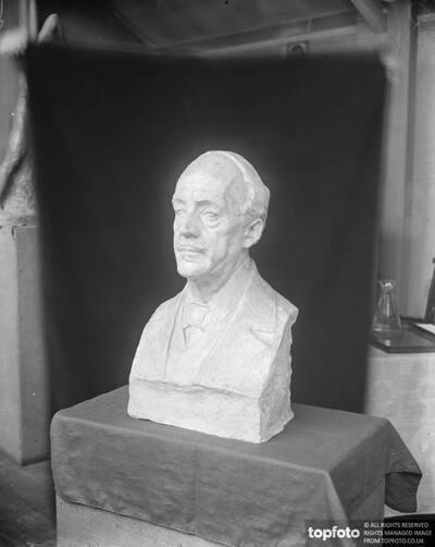Prof Henry Glicenstein 's bust