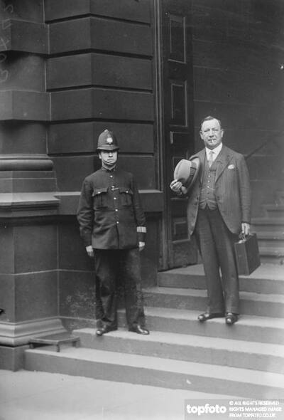 Famous Scotland Yard man retires